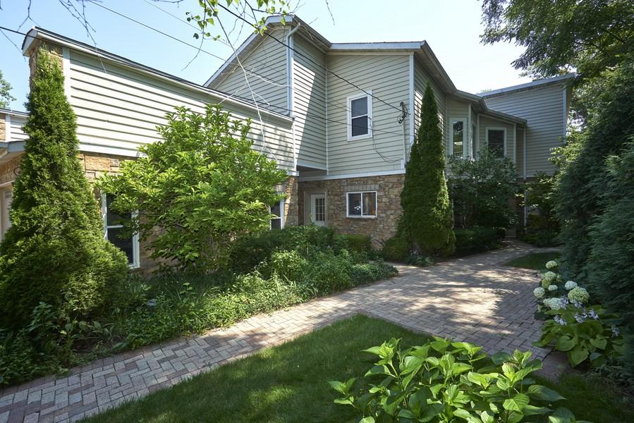 Real Estate Photography - 911 Ridgewood, Highland Park, IL, 60035 -