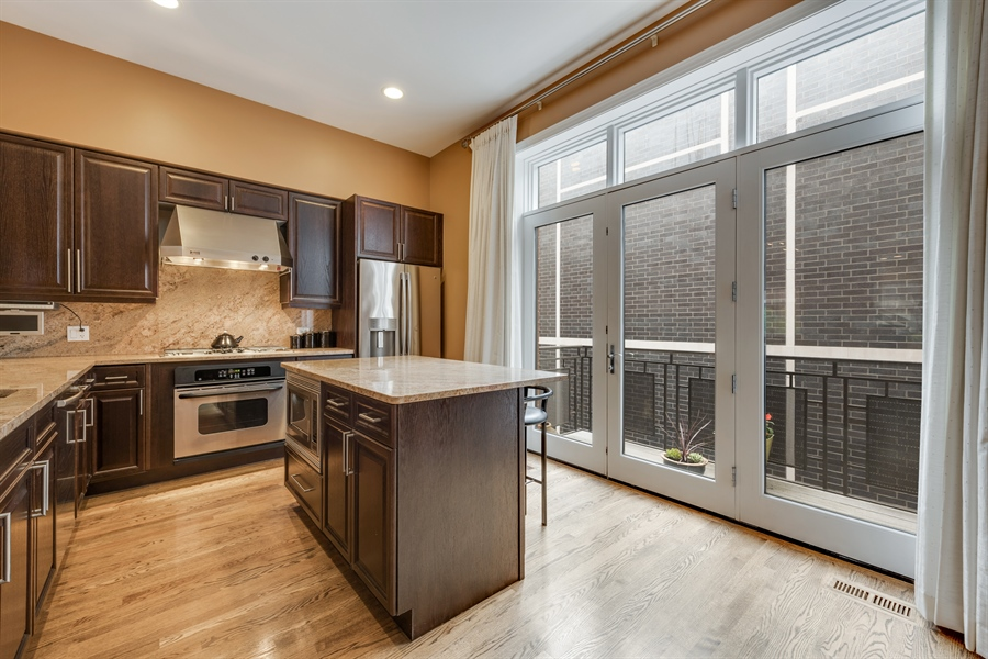 Real Estate Photography - 460 W Superior, Unit 6, Chicago, IL, 60610 - Kitchen