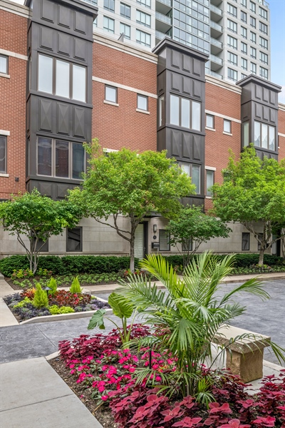 Real Estate Photography - 460 W Superior, Unit 6, Chicago, IL, 60610 - Front View