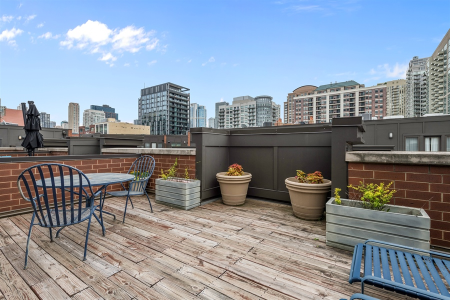 Real Estate Photography - 460 W Superior, Unit 6, Chicago, IL, 60610 - Roof Deck