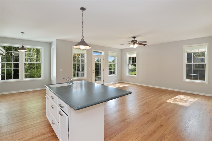 Real Estate Photography - 1128 Hedgerow Dr, Grayslake, IL, 60030 - Kitchen / Breakfast Room