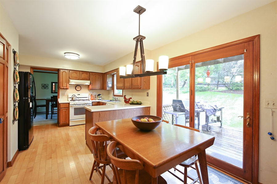 Real Estate Photography - 910 Manley, St Charles, IL, 60174 - Kitchen / Breakfast Room