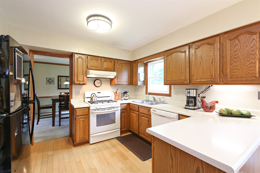 Real Estate Photography - 910 Manley, St Charles, IL, 60174 - Kitchen