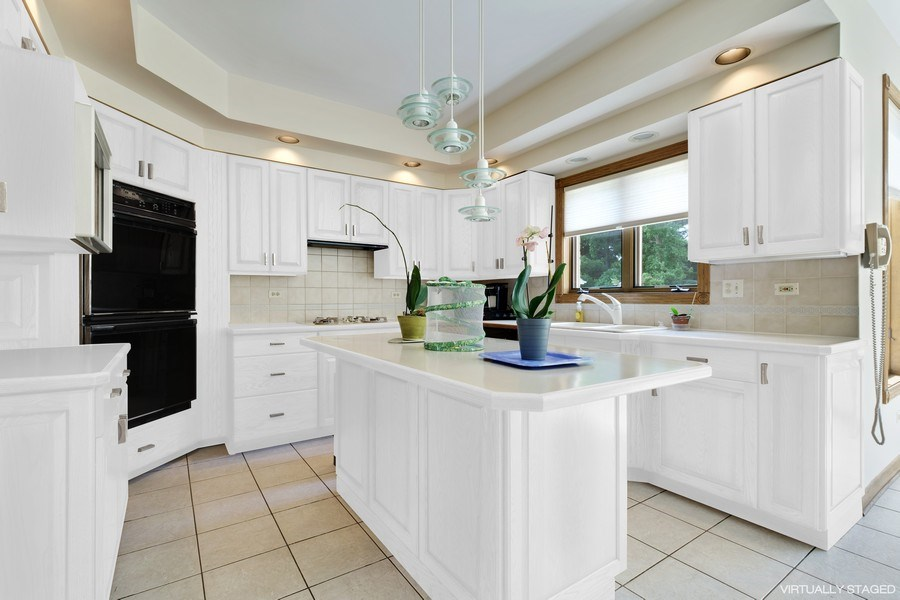Real Estate Photography - 2323 Old Glenview Rd, Wilmette, IL, 60091 - Kitchen