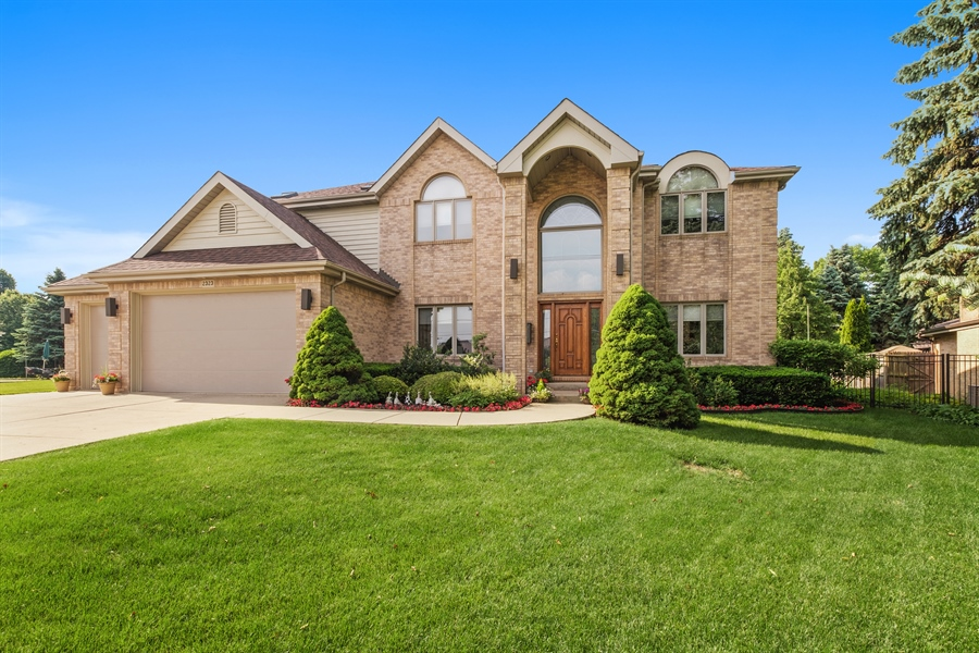 Real Estate Photography - 2323 Old Glenview Rd, Wilmette, IL, 60091 - Front View