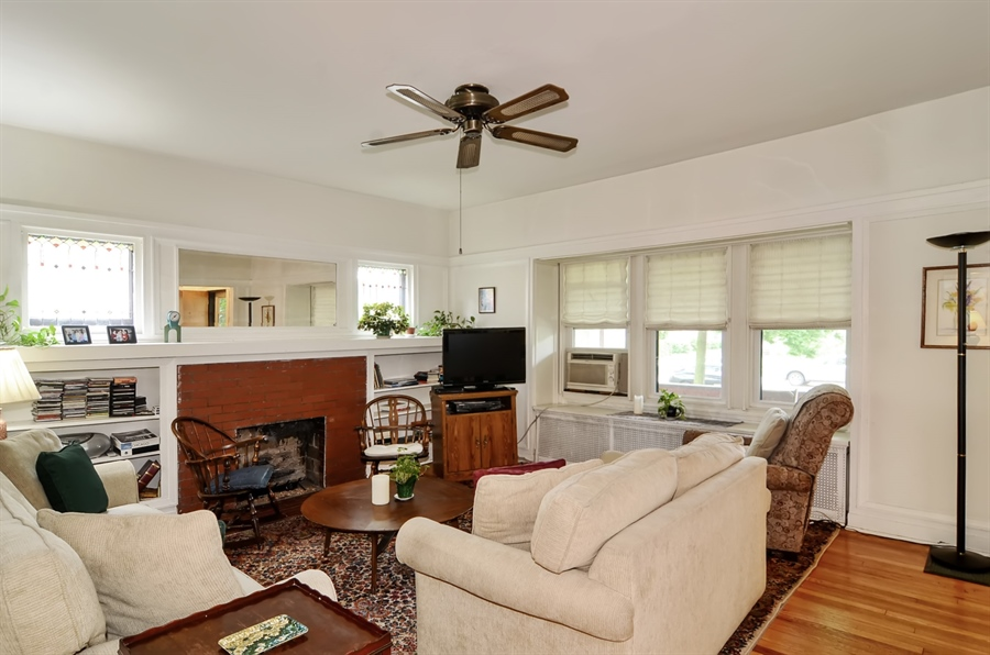Real Estate Photography - 117 S Taylor, Oak Park, IL, 60302 - Living Room
