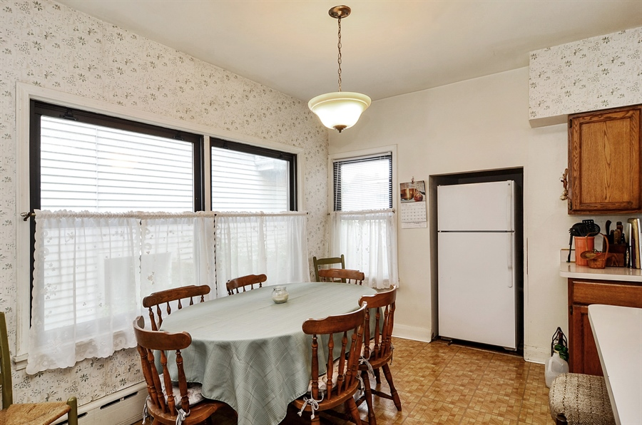 Real Estate Photography - 117 S Taylor, Oak Park, IL, 60302 - Kitchen / Breakfast Room