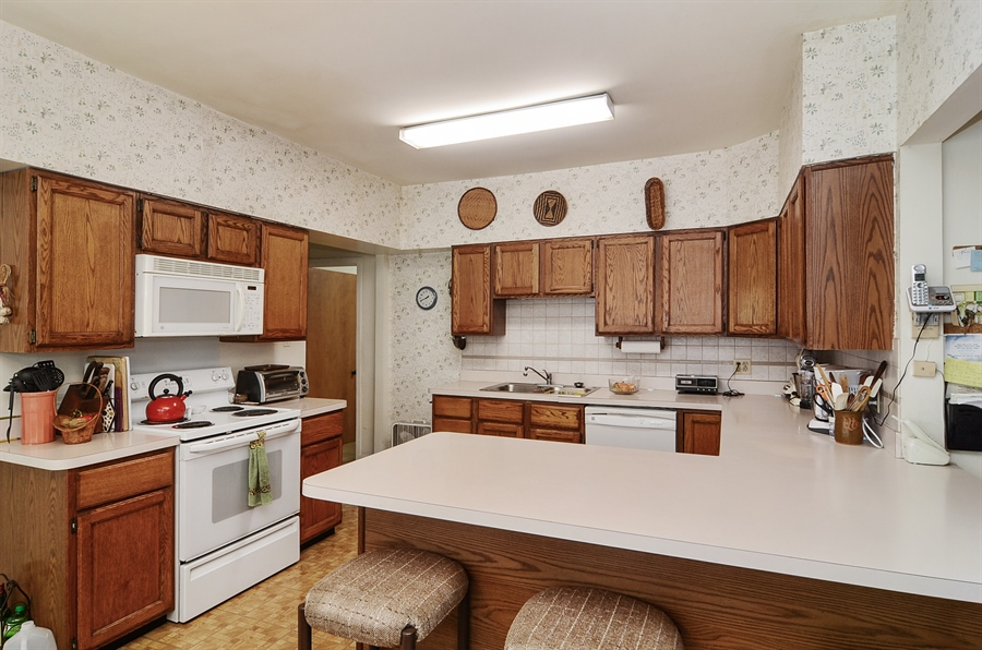 Real Estate Photography - 117 S Taylor, Oak Park, IL, 60302 - Kitchen