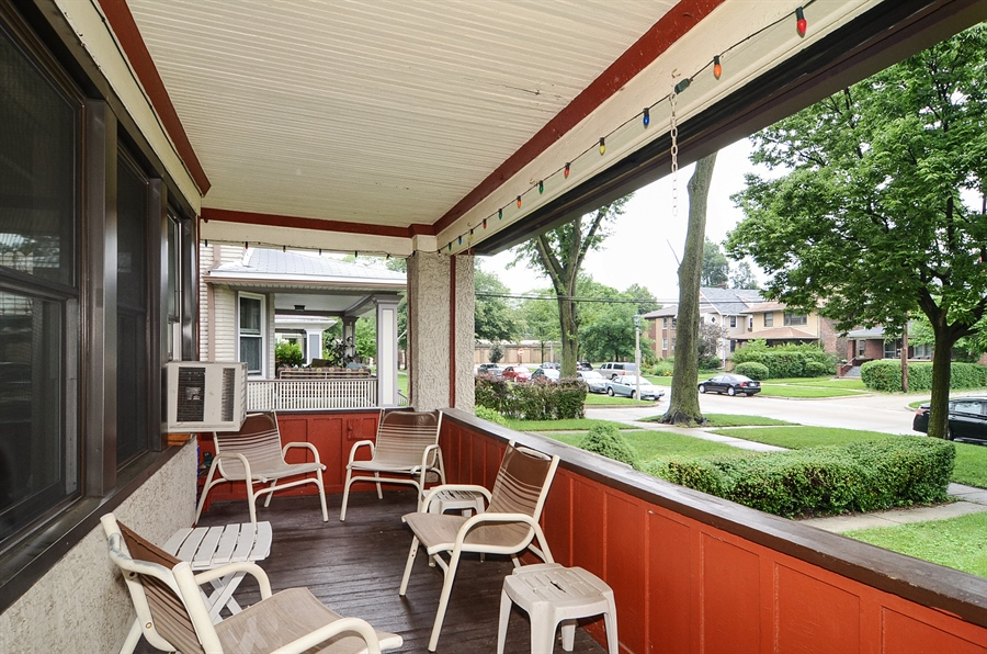 Real Estate Photography - 117 S Taylor, Oak Park, IL, 60302 - Porch