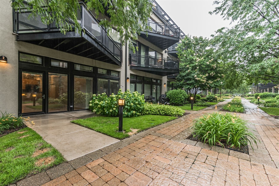 Real Estate Photography - 1151 W 14th, 102, Chicago, IL, 60608 - Front Yard