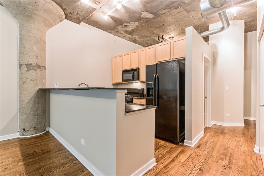 Real Estate Photography - 1151 W 14th, 102, Chicago, IL, 60608 - Kitchen