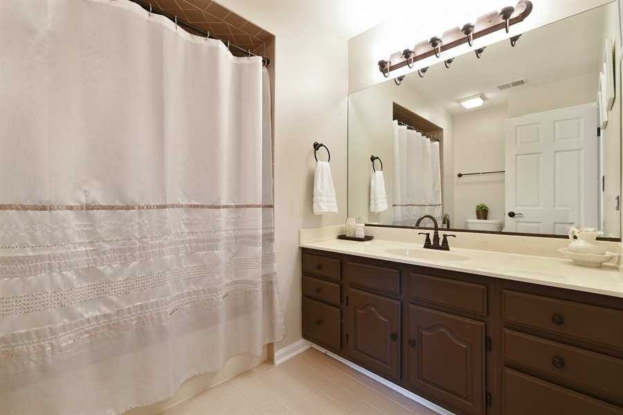 Real Estate Photography - 1587 Far Hills Dr, Bartlett, IL, 60103 - 2nd Bathroom