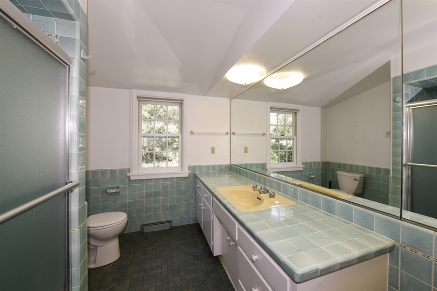 Real Estate Photography - 730 S. Garfield, Hinsdale, IL, 60521 - Bathroom