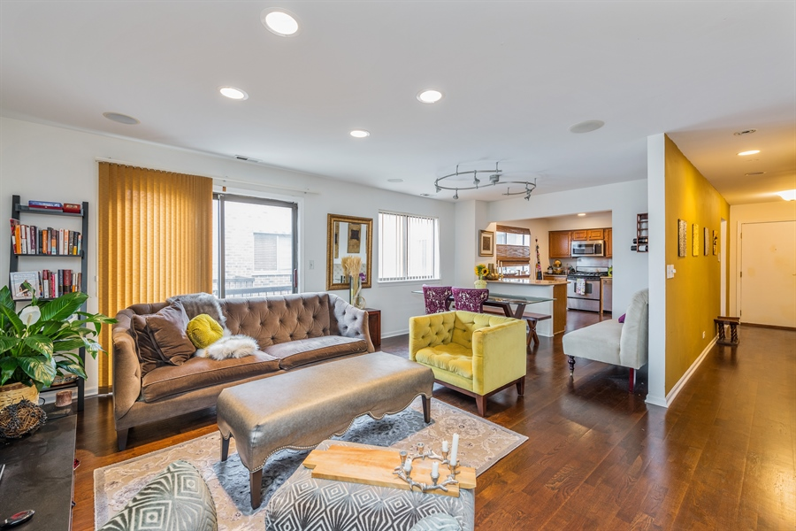 Real Estate Photography - 1651 n dayton, 304, chicago, IL, 60614 - Living Room