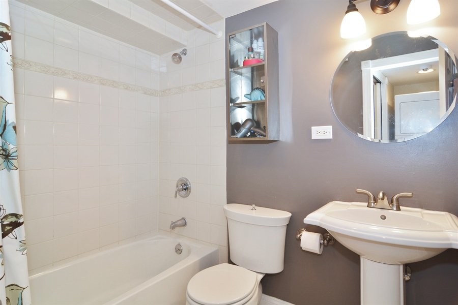 Real Estate Photography - 1532 N Paulina, Unit L, Chicago, IL, 60622 - 2nd Bathroom