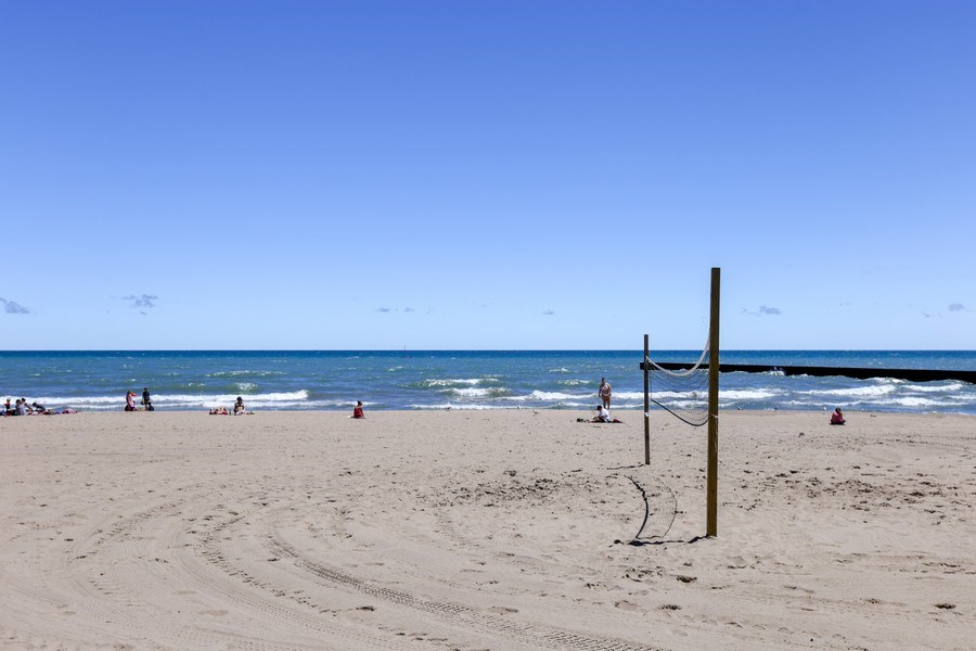 Real Estate Photography - 1003 Hinman, Evanston, IL, 60202 - Neighborhood Beach