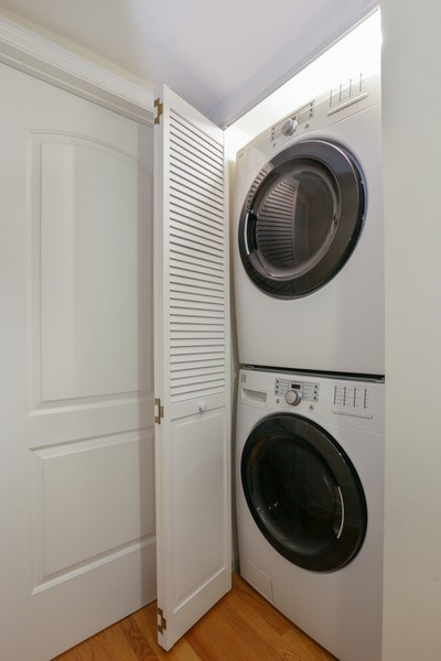 Real Estate Photography - 1003 Hinman, Evanston, IL, 60202 - Laundry Room