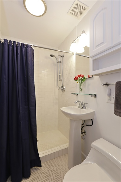 Real Estate Photography - 1003 Hinman, Evanston, IL, 60202 - Bathroom