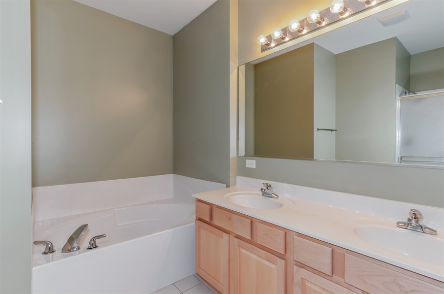 Real Estate Photography - 206 Westminster, Bloomingdale, IL, 60108 - Master Bathroom