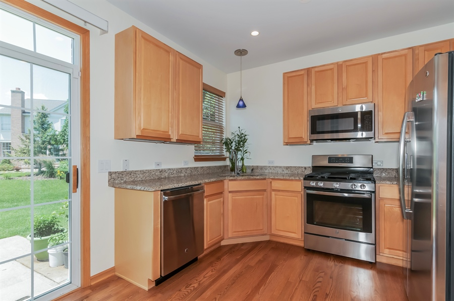 Real Estate Photography - 206 Westminster, Bloomingdale, IL, 60108 - Kitchen