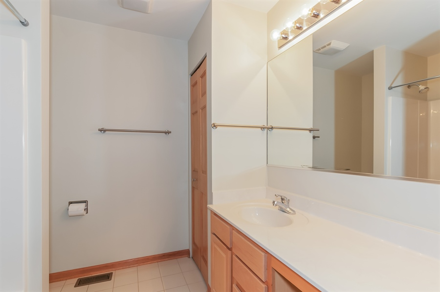 Real Estate Photography - 206 Westminster, Bloomingdale, IL, 60108 - Bathroom