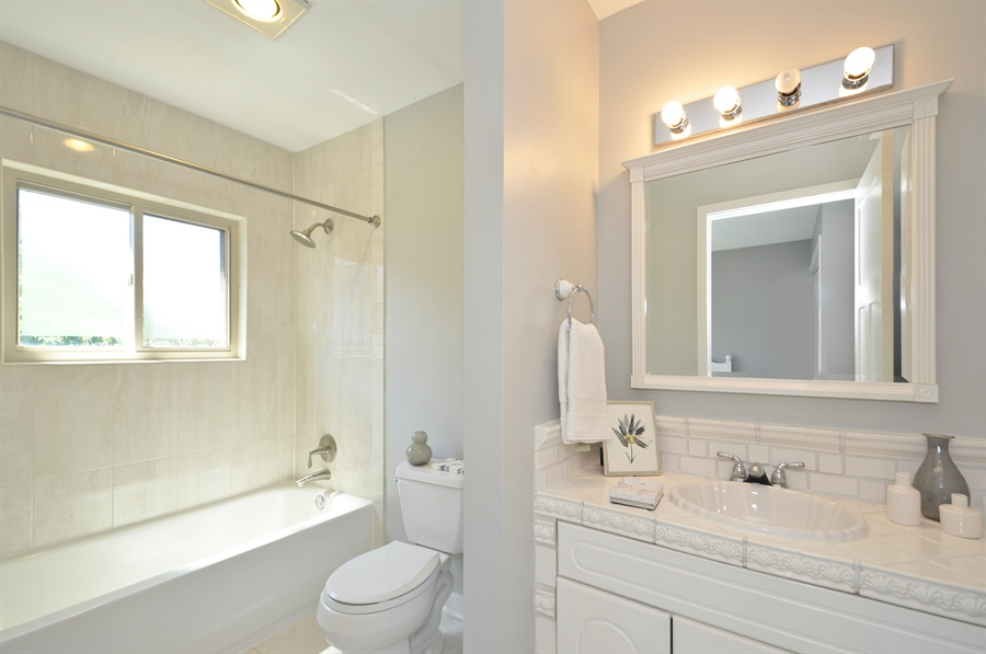 Real Estate Photography - 1835 N Halsted, unit 4, Chicago, IL, 60614 - Bathroom