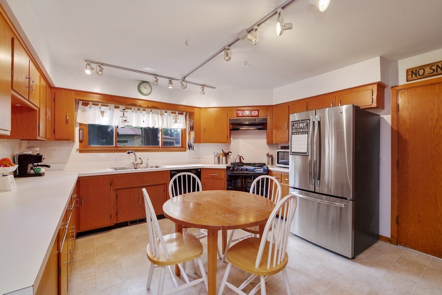 Real Estate Photography - 214 17th St, Wilmette, IL, 60091 - Kitchen