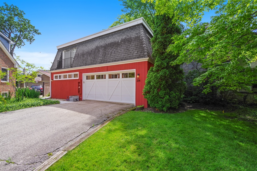 Real Estate Photography - 214 17th St, Wilmette, IL, 60091 - Garage