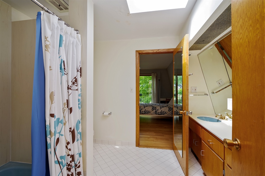 Real Estate Photography - 214 17th St, Wilmette, IL, 60091 - Second Floor Full Bath