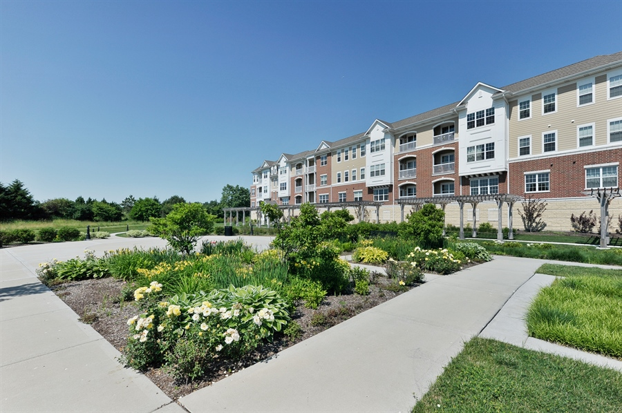 Real Estate Photography - 2701 Common Dr., 207, Glenview, IL, 60026 - Courtyard