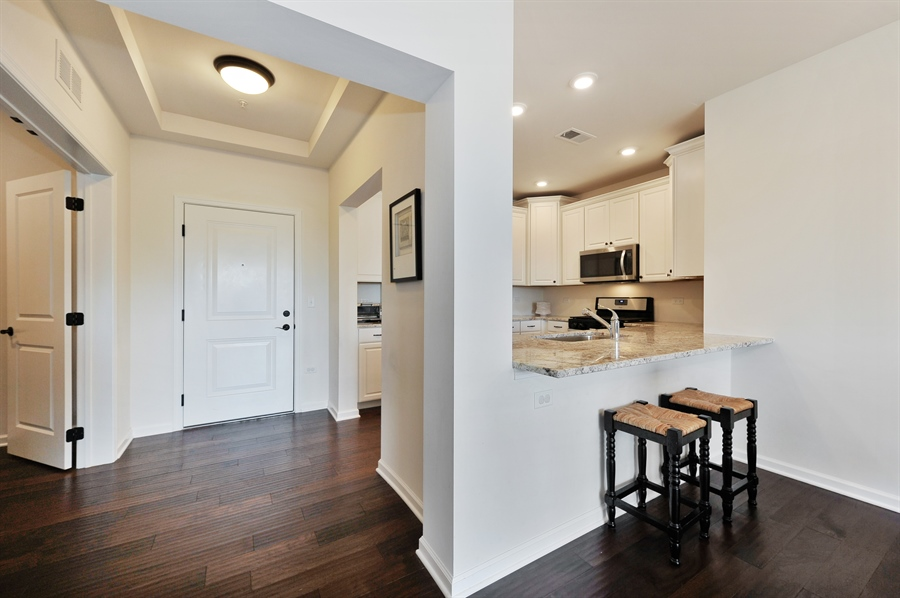 Real Estate Photography - 2701 Common Dr., 207, Glenview, IL, 60026 - Kitchen / Breakfast Room
