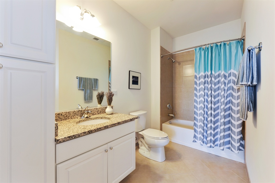 Real Estate Photography - 2701 Common Dr., 207, Glenview, IL, 60026 - 2nd Bathroom