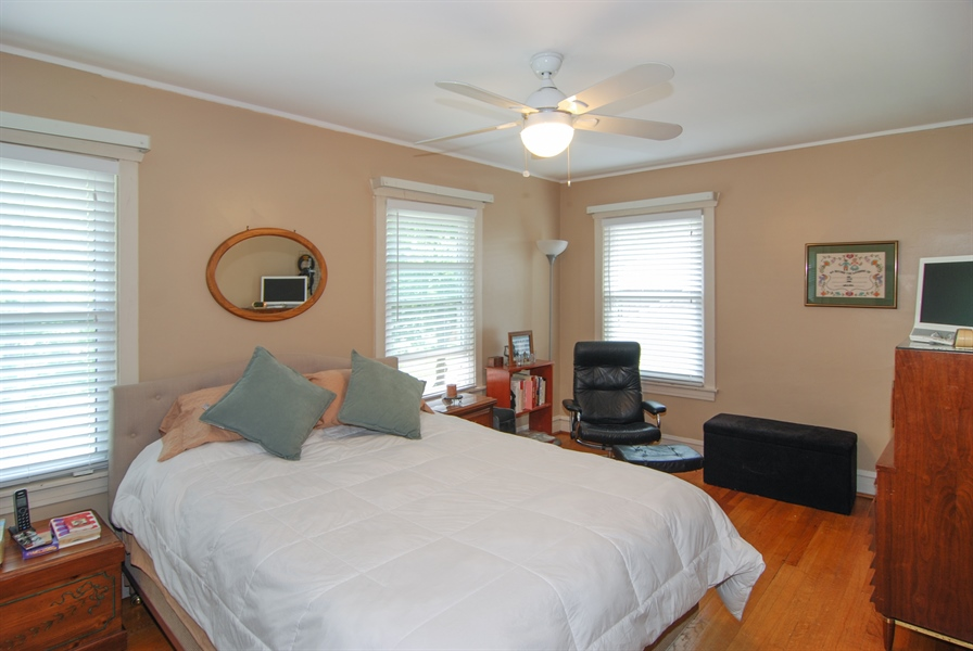 Real Estate Photography - 1025 N Lombard Ave, Oak Park, IL, 60302 - Master Bedroom