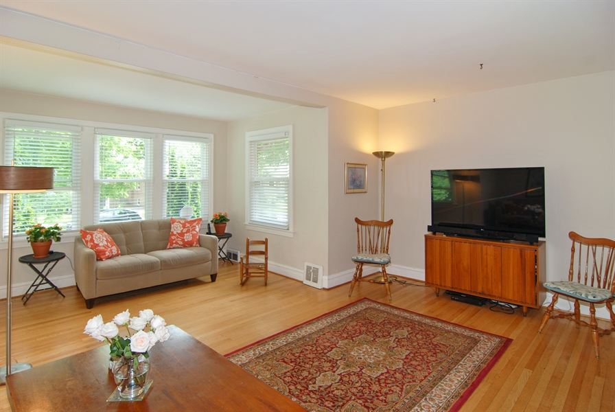 Real Estate Photography - 1025 N Lombard Ave, Oak Park, IL, 60302 - Living Room
