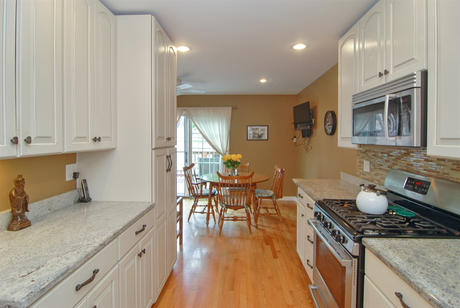 Real Estate Photography - 1025 N Lombard Ave, Oak Park, IL, 60302 - Kitchen