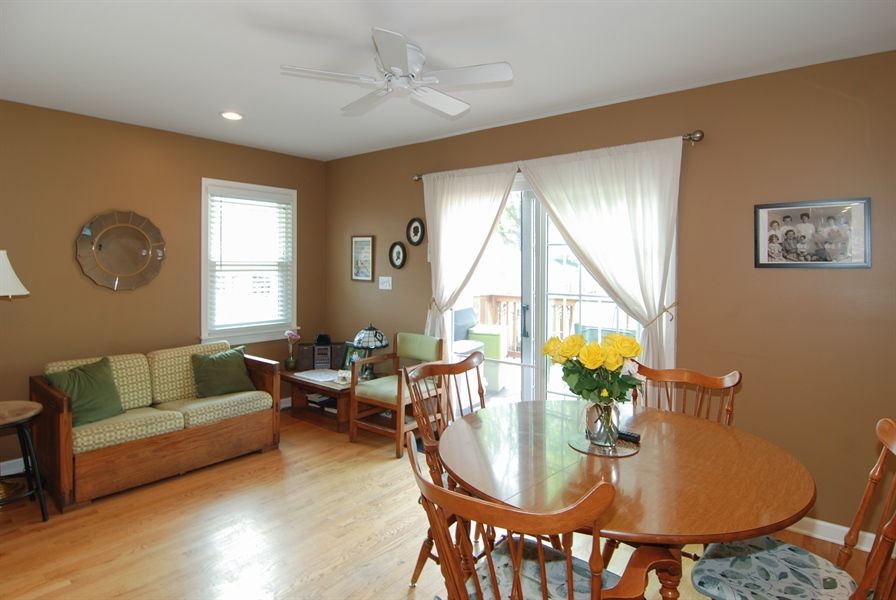Real Estate Photography - 1025 N Lombard Ave, Oak Park, IL, 60302 - Family Room