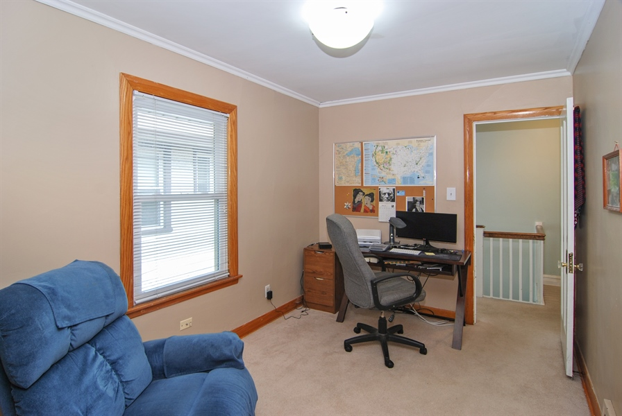 Real Estate Photography - 1025 N Lombard Ave, Oak Park, IL, 60302 - Office