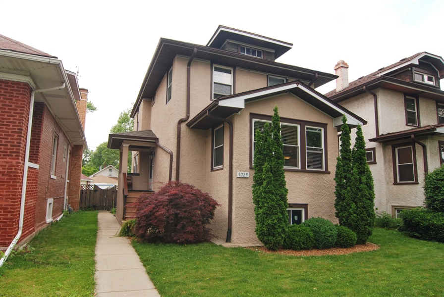 Real Estate Photography - 1025 N Lombard Ave, Oak Park, IL, 60302 - Front View