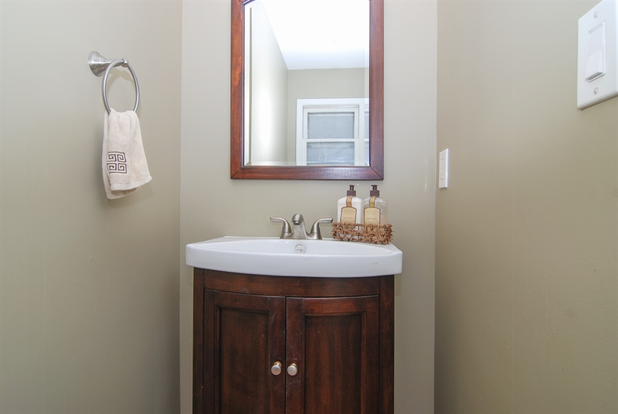 Real Estate Photography - 1025 N Lombard Ave, Oak Park, IL, 60302 - Bathroom