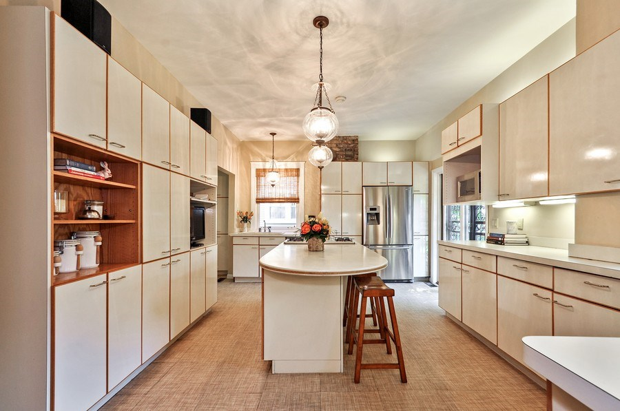 Real Estate Photography - 2041 W Byron, Chicago, IL, 60618 - Kitchen