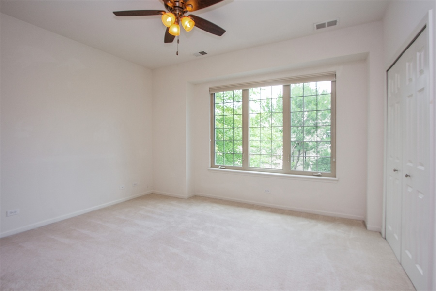Real Estate Photography - 20 Beaconsfield Ct, 20, Lincolnshire, IL, 60069 - 2nd Bedroom