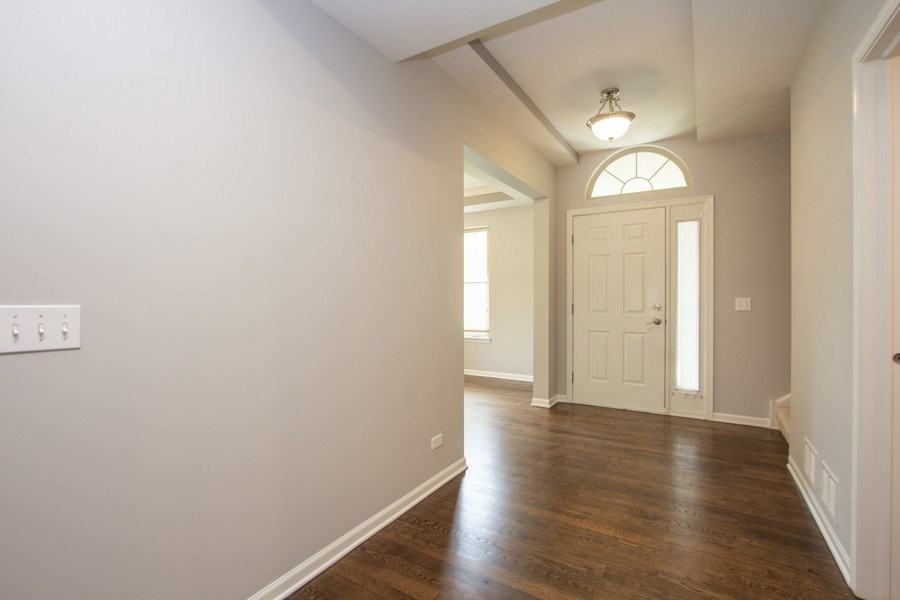 Real Estate Photography - 20 Beaconsfield Ct, 20, Lincolnshire, IL, 60069 - Foyer
