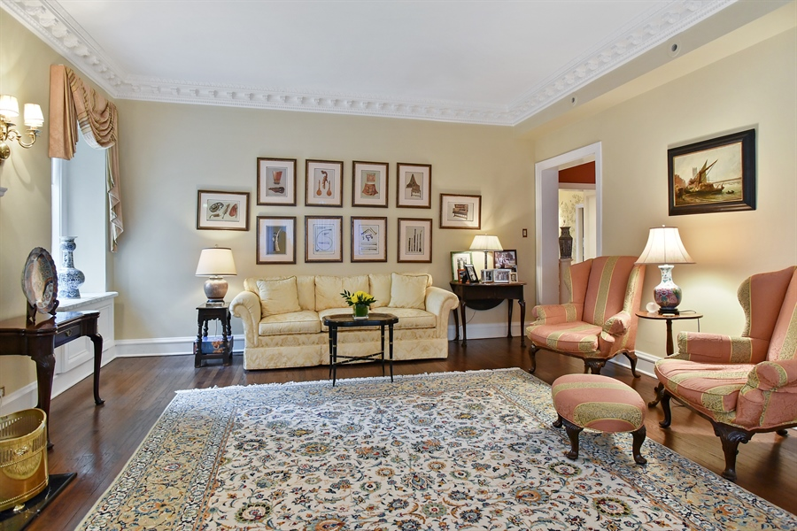 Real Estate Photography - 220 East Walton Place, Unit 9W, Chicago, IL, 60611 - Living Room