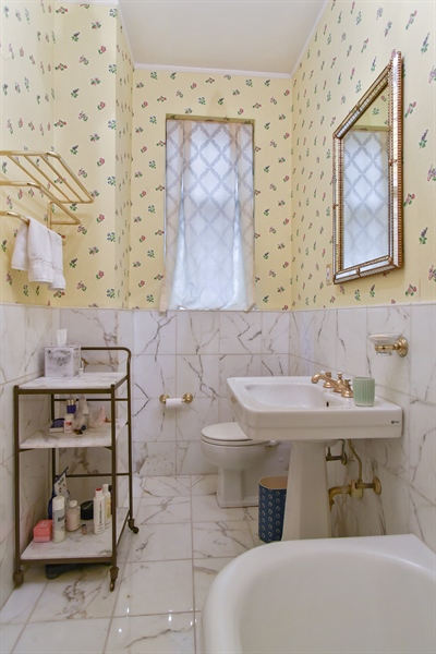 Real Estate Photography - 220 East Walton Place, Unit 9W, Chicago, IL, 60611 - Master Bathroom