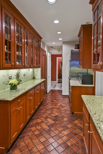 Real Estate Photography - 220 East Walton Place, Unit 9W, Chicago, IL, 60611 - Butler's pantry