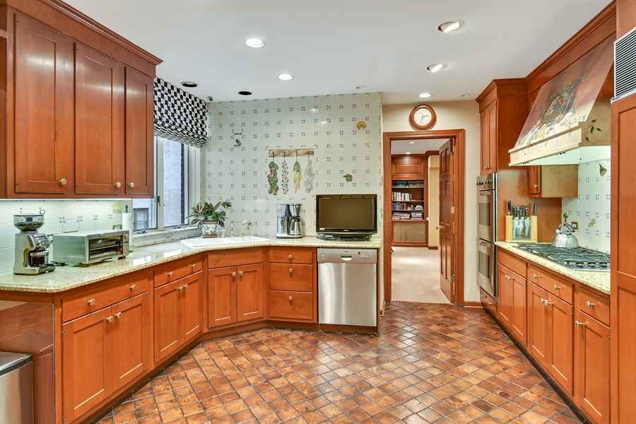 Real Estate Photography - 220 East Walton Place, Unit 9W, Chicago, IL, 60611 - Kitchen