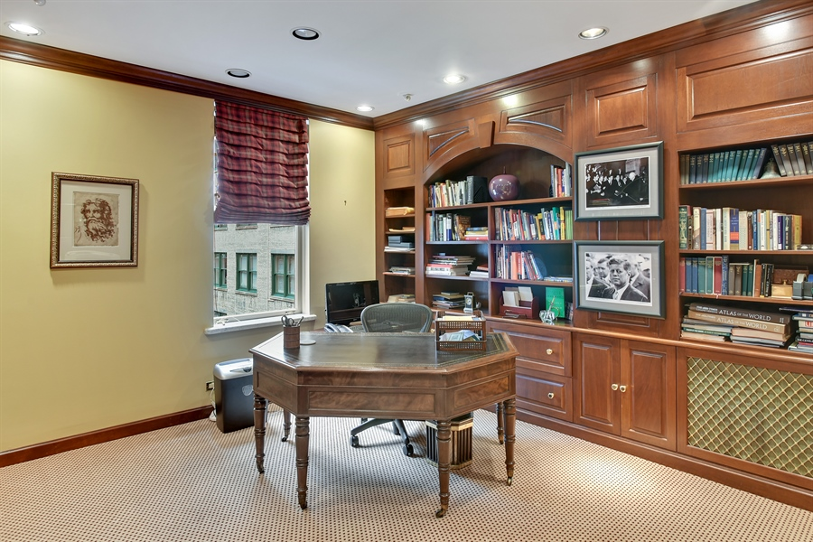 Real Estate Photography - 220 East Walton Place, Unit 9W, Chicago, IL, 60611 - Library