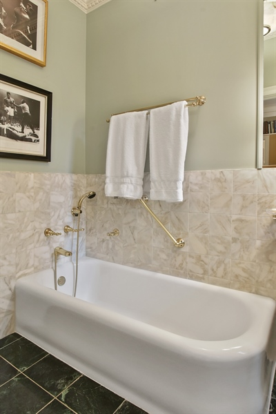 Real Estate Photography - 220 East Walton Place, Unit 9W, Chicago, IL, 60611 - Bathroom