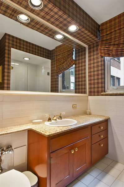 Real Estate Photography - 220 East Walton Place, Unit 9W, Chicago, IL, 60611 - 2nd Bathroom