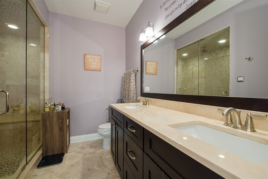 Real Estate Photography - 1308 W. Addison St., 2W, Chicago, IL, 60613 - Master Bathroom